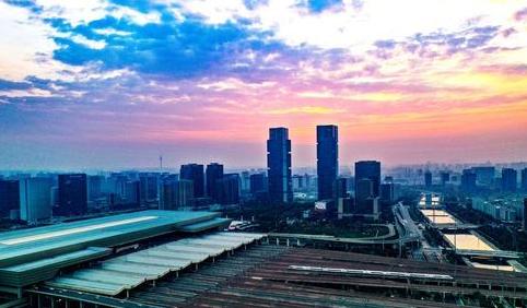 郑州市区出租车明年全部换为纯电动