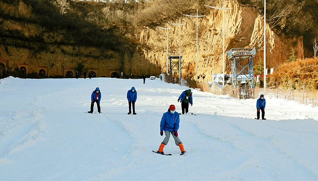荥阳市第二届滑雪节开幕