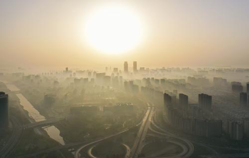 晨雾中的郑州