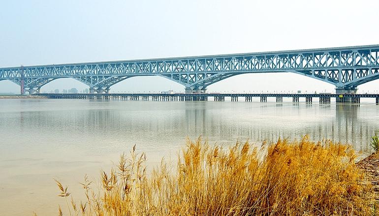 郑济铁路郑州黄河特大桥 进入桥面无砟轨道建设阶段