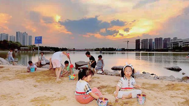 打卡天健湖 来沙滩广场玩耍
